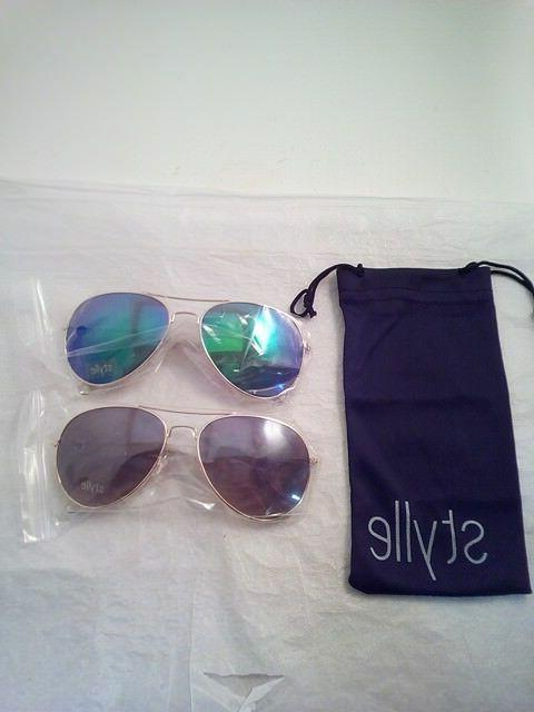set of 2 gold framed aviator sunglasses